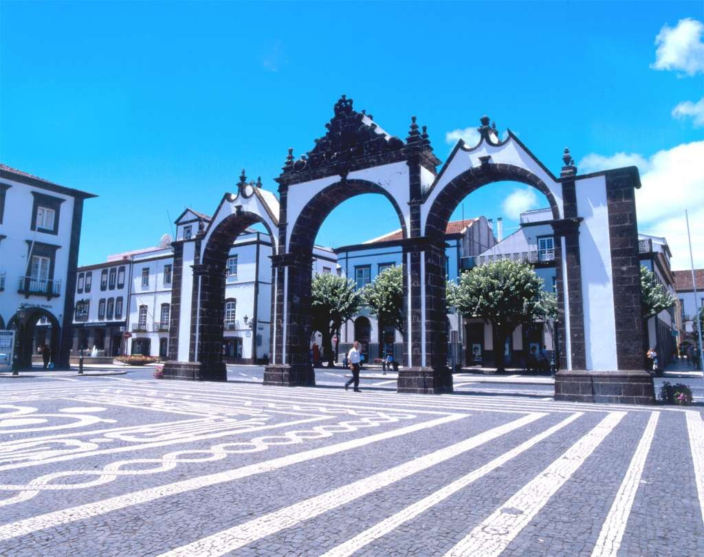 reasons-to-visit-the-azores-heritage