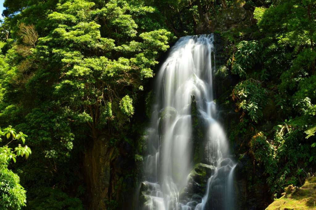 reasons-to-visit-the-azores-waterfalls