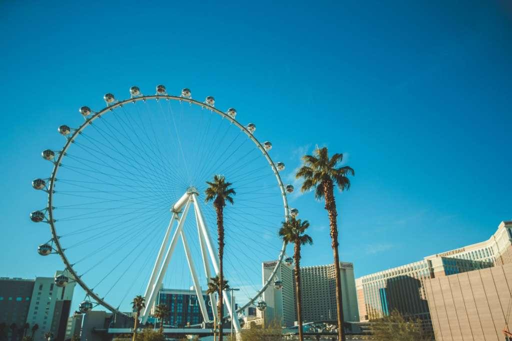 reasons-to-visit-las-vegas-ferris-wheel