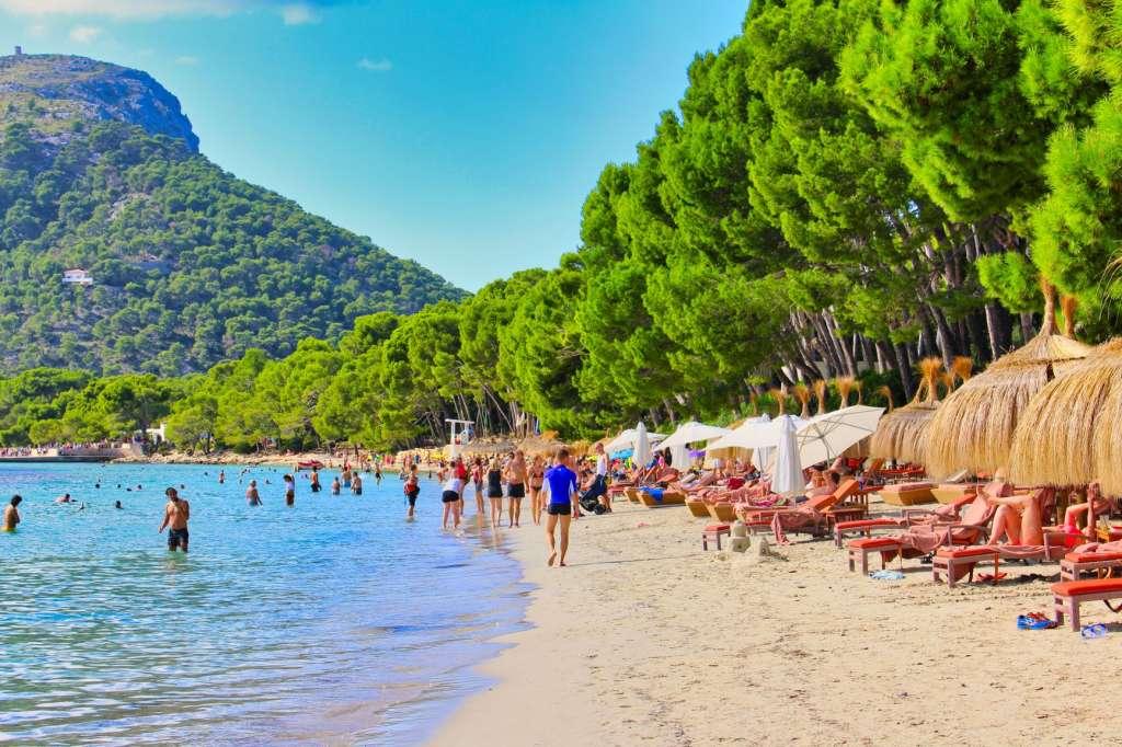 reasons-to-visit-majorca-beache