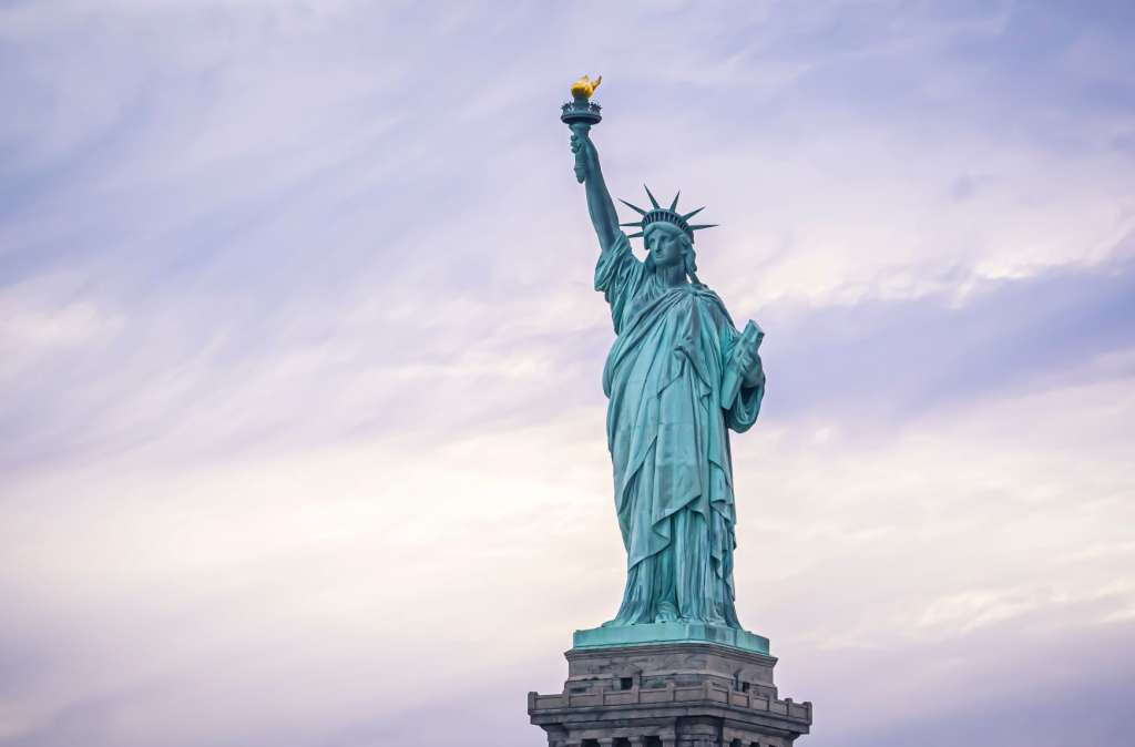 reasons-to-visit-new-york-city-statue-of-liberty
