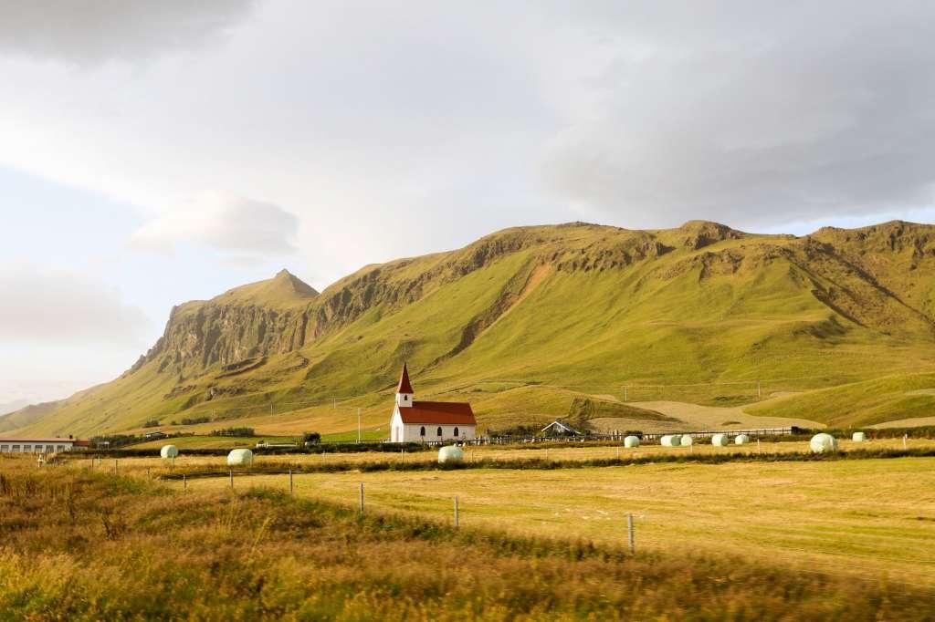 reasons-to-visit-rekjavik-walsk