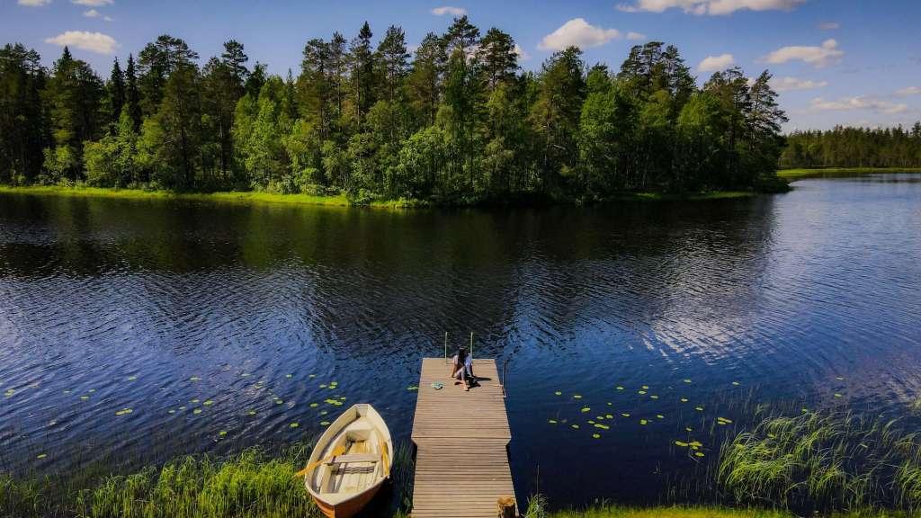 reasons-to-visit-finland-lakes